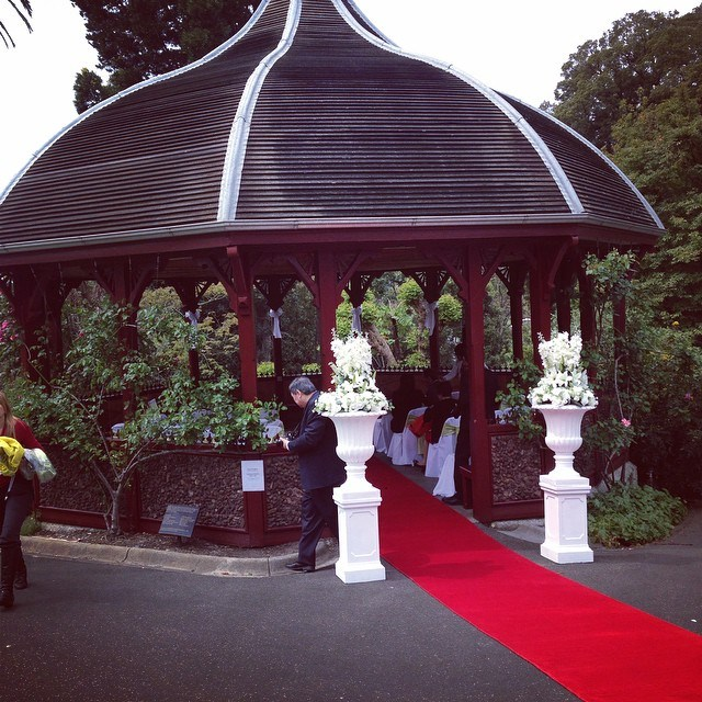 Wedding Zone does it again! A beautiful set up for Haruka and Bevan at the Rose Pavillion, Botanic Gardens.